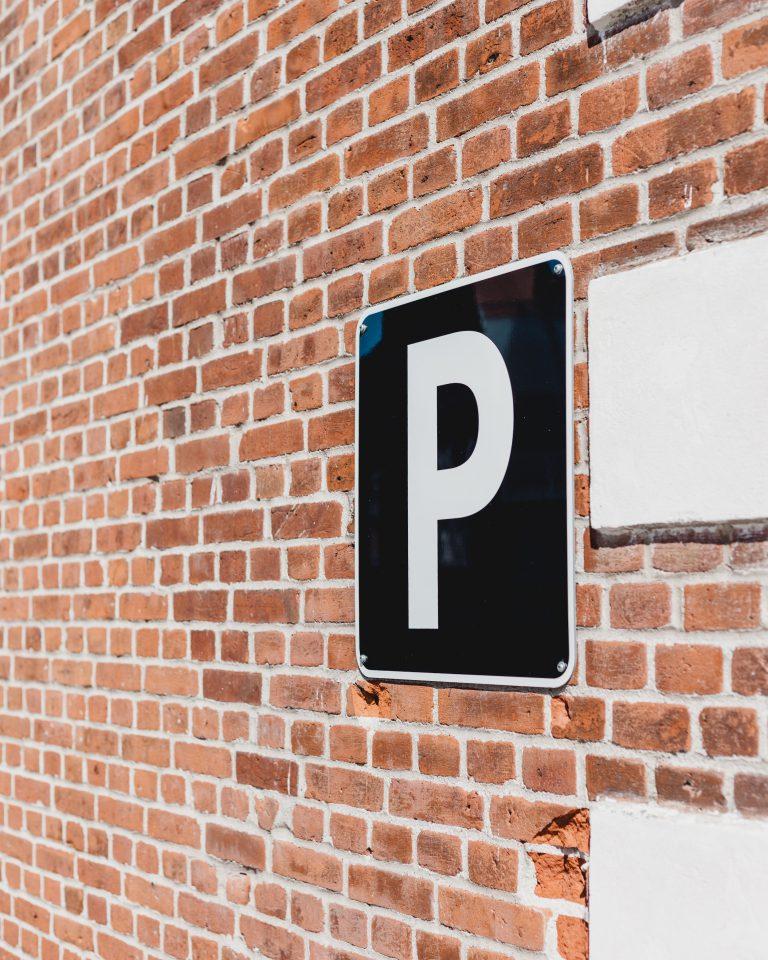 Z czego składają się systemy parkingowe?