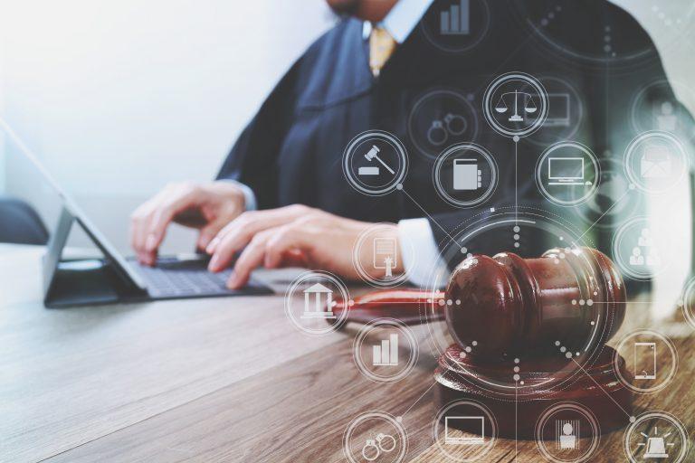 Usługi prawnicze u doradców prawnych i prawników – czy warto po nie sięgać?